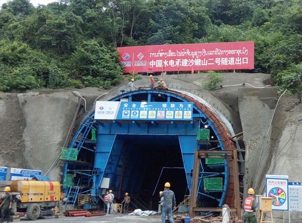 沙嫩山全液压自动行走隧道衬砌台车
