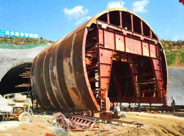 昌赣铁路全液压自动行走隧道衬砌台车