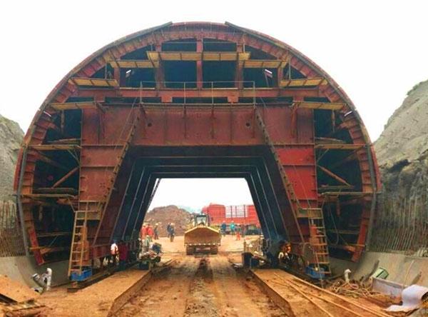 成贵铁路全液压自动行走隧道衬砌台车
