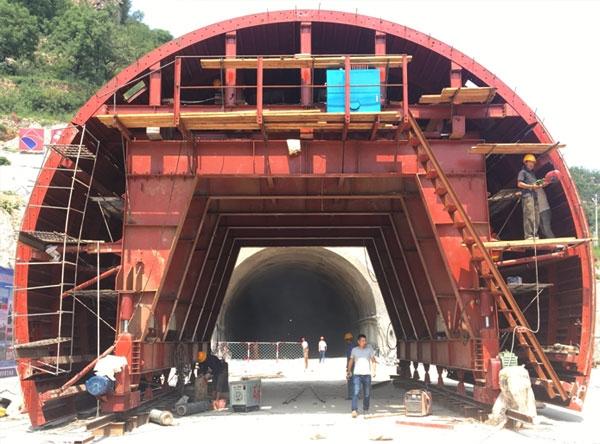 太行山全液压自动行走隧道衬砌台车
