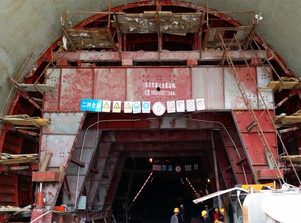 渝黔铁路双线隧道衬砌台车