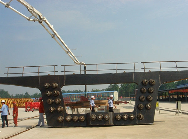 铁路箱梁端钢模板